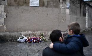 """Au travail ou avec leurs proches, les rescapés des attentats du 13 novembre décrivent un """"décalage"""", accentué par le temps qui passe, entre eux et le reste de la société."""