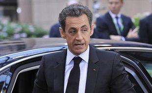 """Nicolas Sarkozy et Angela Merkel se sont déclarés mardi """"déterminés"""" à faire appliquer le plan de sauvetage de la Grèce, menacé par l'annonce surprise du Premier ministre grec, Georges Papandreou, de le soumettre à référendum à son pays, a annoncé l'Elysée."""