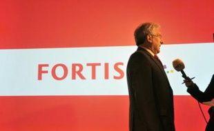 Le titre du grand groupe bancaire et d'assurance belgo-néerlandais Fortis a plongé de 21% vendredi à Amsterdam, à la suite de rumeurs démenties par sa direction de problèmes de solvabilité.