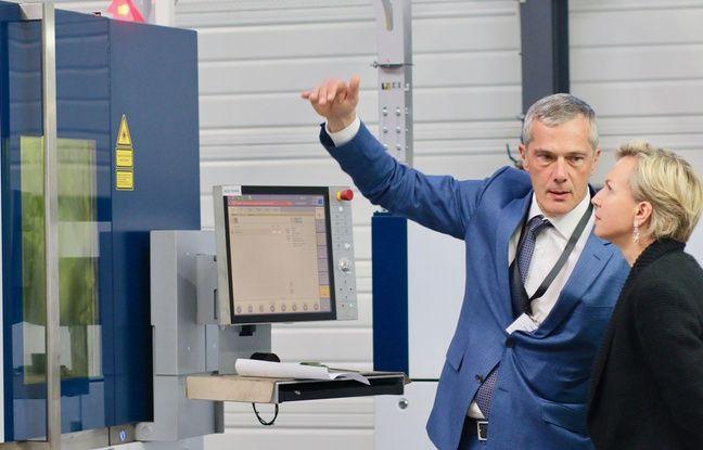 Philippe Chédru, président du groupe Oxymetal, fait visiter les nouvelles installations de son usine de Pompignac (Gironde) à Virginie Calmels, vice-présidente de Bordeaux Métropole et première adjointe d'Alain Juppé.