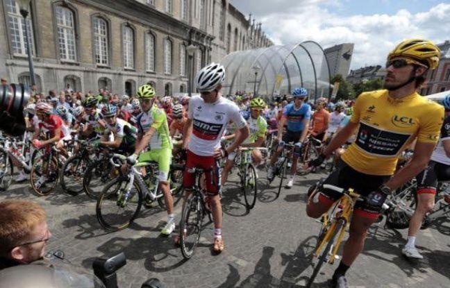 Les 198 coureurs du Tour de France ont pris dimanche vers 12H35 le départ de la première étape de l'édition 2012 longue de 198 kilomètres entre Liège et Seraing (Belgique) par un temps ensoleillé.
