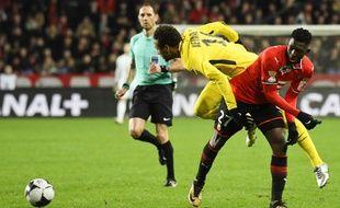 Le latéral droit du Stade Rennais Hamari Traoré commet une faute sur Neymar lors de la demi-finale de Coupe de la Ligue face au PSG, le 30 janvier 2018.