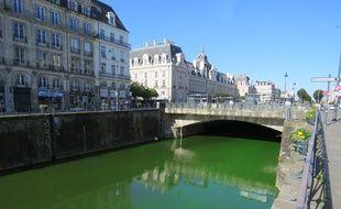 Lundi matin, la Vilaine était verte fluo en raison d'une action des agents de l'environnement.