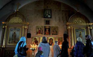 Des Russes prient le 4 mai 2013 dans une église orthodoxe de Saint-Pétersbourg
