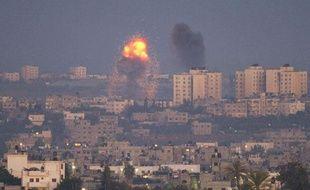 Explosion à la suite d'un tir israélien dans le nord de la bande de Gaza, le 15novembre 2012.