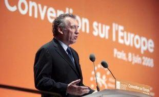 """François Bayrou, président du Mouvement démocrate (MoDem), s'est inquiété dimanche du """"désamour"""" pour l'Europe, en ouvrant une convention organisée par son parti """"un an jour pour jour"""" avant les élections européennes."""