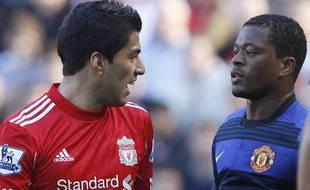 Luis Suarez (à gauche) et Patrice Evra, le 16 octobre 2011, à Liverpool.