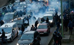 Incidents sur le périphérique porte Maillot le 26 janvier 2016 lors de la manifestation des chauffeurs de taxi à Paris