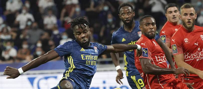 Maxwel Cornet et Moussa Dembélé ont manqué de réalisme en début de rencontre, vendredi contre Nîmes (0-0).