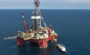 """Vue aérienne d'une plateforme d'exploration pétrolière, gérée par l'entreprise mexicaine """"Grupo R"""", travaillant pour l'entreprise d'Etat Pemex, dans le Golfe du Mexique le 30 août 2013"""