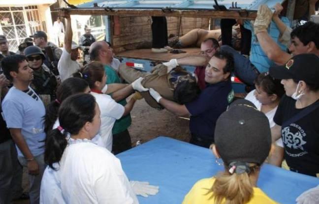 Une intervention policière pour déloger vendredi des paysans sans terre d'une propriété au Paraguay a viré au massacre et au moins 16 personnes, sept membres des forces de l'ordre et neuf occupants, ont péri dans des échanges de coups de feu, ont annoncé les autorités.