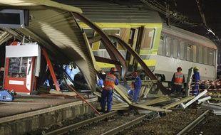 Les secours ont oeuvré toute la nuit de vendredi 12 au samedi 13 juillet dans la gare de Brétigny-sur-Orge.