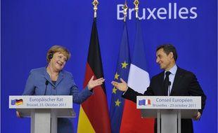 La Chancelière allemande Angela Merkel (à gauche) et le président français Nicolas Sarkozy lors de la conférence de presse du 23 ocobtre 2011
