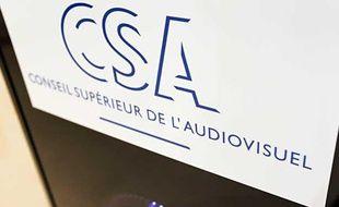 Photo du logo du Conseil Supérieur de l'Audiovisuel (CSA), prise le 5 Mars 2012 à Pari.