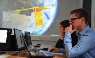 Les étudiants travaillent en collaboration avec des chercheurs, des entreprises et les agences spatiales.