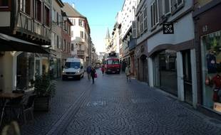 Dans la Grand'Rue, les véhicules de livraison sont particulièrement nombreux le matin à Strasbourg.
