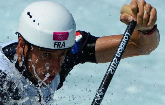 Le double champion olympique Tony Estanguet s'est qualifié pour les demi-finales de canoë monoplace (C1) de slalom des JO de Londres, dimanche sur le bassin de la Lee Valley.
