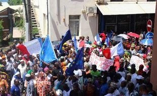 Des manifestants dans les rues de Mamoudzou, le 13 mars 2018.