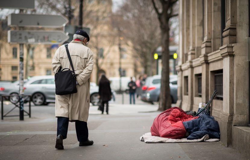 Paris: De plus en plus de sans-abri du métro sont des travailleurs pauvres