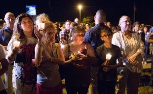 Après la fusillade dans l'église de Sutherland Springs, des citoyens se sont rassemblés pour rendre hommage aux victimes.