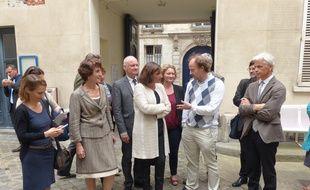 Paris, le 4 septembre 2014, Anne Hidalgo est venue découvrir le Cnetre de recherches interdiciplinaires, un centre qui tente de décloisonner recherche, enseignement et apprentissage des sciences.
