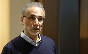 Paris, le 13 février 2020. Tariq Ramadan arrive au palais de justice de Paris pour être entendu sur les accusations de viol dont il fait l'objet.