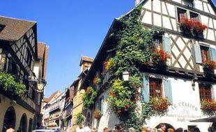 Des commerçants de Riquewihr, village alsacien pittoresque, ont pris des cours d'hospitalité pour accueillir de la meilleure des façons les touristes japonais. (Illustration)