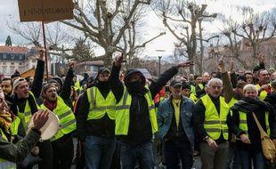 Photo d'illustration d'une manifestation de gilets jaunes, le 8 décembre au Puy-en-Velay (Haute-Loire).