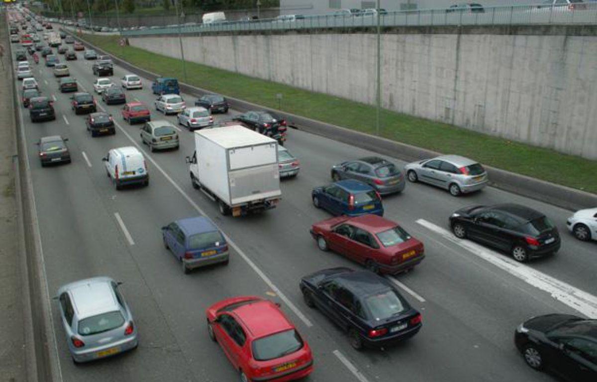La circulation automobile sur le périphérique à proximité de la porte de Bagnolet, à Paris – JPDN/SIPA