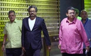 Les représentants des FARC arrivent aux discussions de paix avec le gouvernement colombien à La Havane le 10 décembre 2014