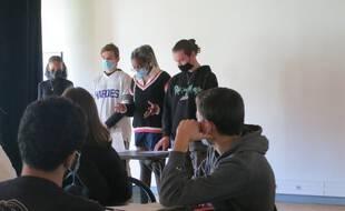Au lycée Montesquieu d'Herblay, des élèves s'exercent au grand oral du bac.