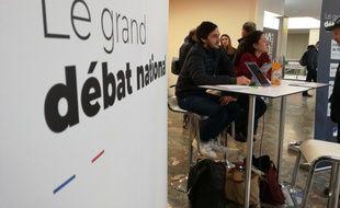 """Un stand de proximité sur le """"grand débat national"""" a été installé en gare Matabiau lundi et mardi."""