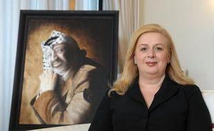 La veuve de Yasser Arafat a déposé, mardi en France, une plainte contre X pour assassinat, après la découverte de polonium sur des effets personnels de l'ex-dirigeant palestinien qui avait relancé la thèse d'un empoisonnement, selon un communiqué de son avocat.