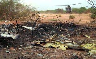 Photo fournie le 25 juillet 2014 par l'ECPAD des débris de l'avion Air Algérie qui s'est écrasé la veille près de Gao, au nord du Mali