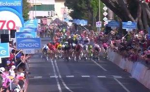 Une chute lors de l'arrivée d'une étapr du Tour d'Italie, le 14 mai 2015.