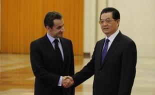 La décision de la zone euro de faire appel à des pays émergents comme la Chine pour l'aider à résoudre la crise de la dette suscite des critiques en Europe, où des responsables politiques s'interrogent sur les contrepartie à attendre de la part de Pékin.