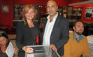 Clothilde Ollier et Jean-Louis Roumégas, lors du vote pour les primaires à EELV, le 12 octobre.
