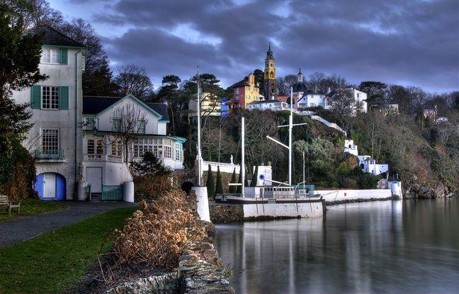 Vue du village de Portmeirion qui a servi de décor à la série culte des années 1960, « Le Prisonnier ».