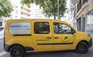 Un véhicule électrique de La Poste en mai 2020, à Nice. (illustration)