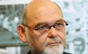 Robert Hue soutiendrait la candidaturede Jean-Paul Huchon.