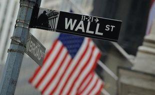 La Bourse de New York a fini vendredi à l'équilibre, les investisseurs effectuant une pause après l'euphorie de la veille: le Dow Jones a pris 0,18% et le Nasdaq a cédé 0,05%.