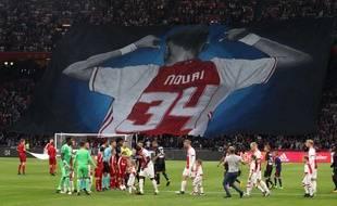 Un tifo géant en l'honneur de Nouri fut déployé à l'ArenA d'Amsterdam lors d'un match de C1 face à Nice, un mois après le drame.