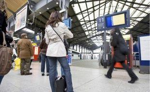 Les voyageurs ont dû prendre leur mal en patience, hier, à la gare Saint-Lazare (9e).