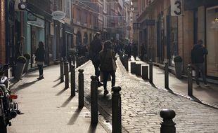 Dans la rue des Tourneurs, artère commerçante de la Ville rose, une semaine après la réouverture des commerces