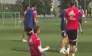 Cristiano Ronaldo très fier d'avoir marqué une tête plongeante à l'entraînement, le 11 mai 2015.