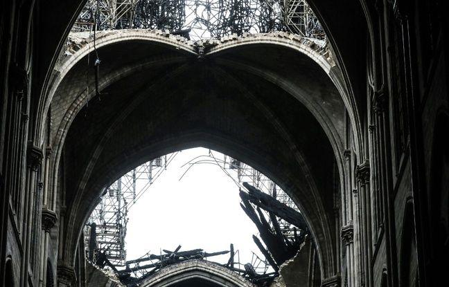 Un trou béant à la place de la flèche, qui s'est effondrée lundi 15 avril lors d'un incendie.