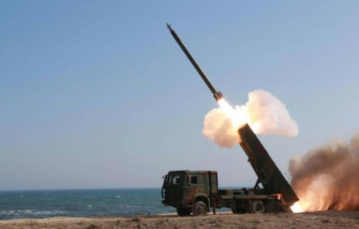 Cette photographie non datée transmise à l'AFP par l'agence de presse officielle nord-coréenne KCNA le 24 mars 2016 montre le tir d'un missile en Corée du Nord – KCNA KCNA VIA KNS