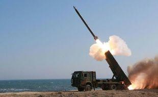 Cette photographie non datée transmise à l'AFP par l'agence de presse officielle nord-coréenne KCNA le 24 mars 2016 montre le tir d'un missile en Corée du Nord