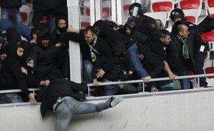 Les supporters des incidents lors d'incidents à Nice, le 24 novembre 2013, à l'Allianz-Arena.