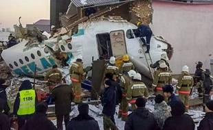 Les restes de l'avion de la compagnie Bek Air, qui s'est écrasé au Kazakhstan, le 27 décembre 2019.
